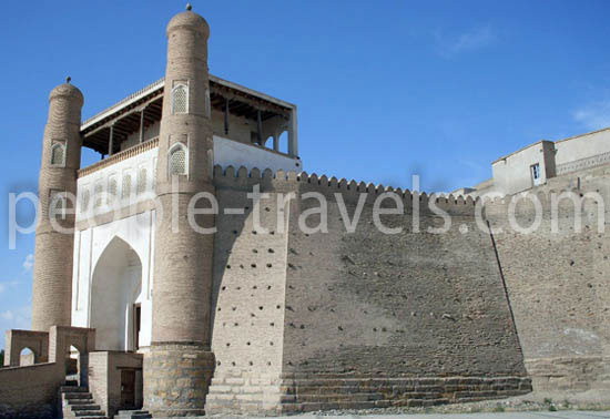 Besichtigung der Sehenswürdigkeiten in Buchara: Ark-Citadel as the symbol of greatness of the city