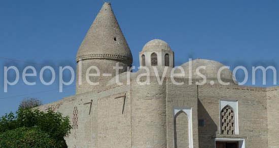 Tschaschma-Aiyub Mausoleum. Besichtigung der  Sehenswürdigkeiten in Buchara
